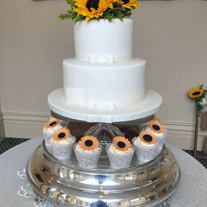 2 Tier Wedding Cake & Cupcakes, Rochford, Essex – The Lawn, 12th August 2017